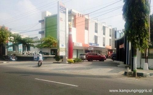 fasilitas bank di kampung inggris
