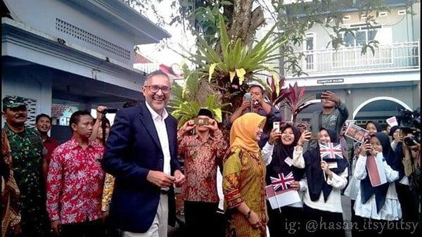 kunjungan dubes inggris untuk indonesia di kampung inggris pare