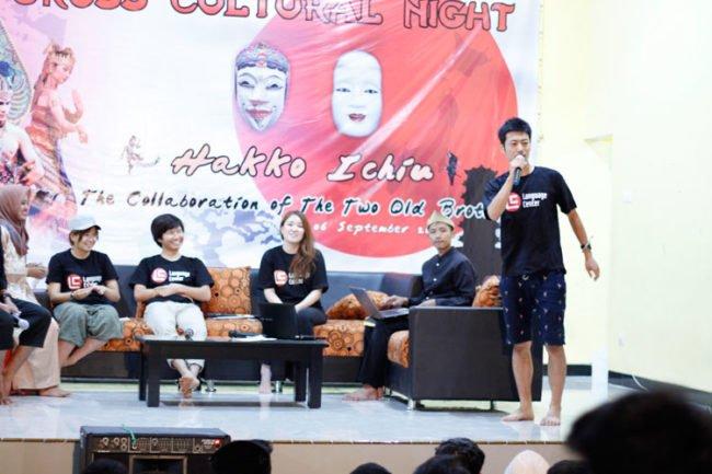 "Sharing Bersama Member Dari Jepang di Acara Cross Cultural Night ""Hakko Ichiu"""