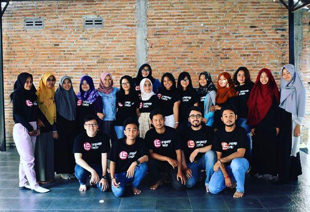 Kalau Saya Gak Belajar di LC Mungkin Masih Gak Tau Pronunciation yang Benar Seperti Apa (Alma Yuningtias from Bogor)