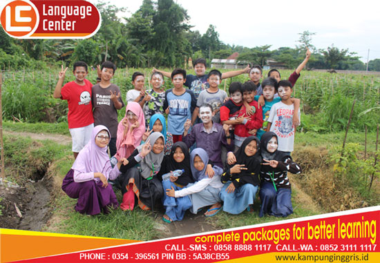 FUN Game Mr Aziz Bersama Peserta Holiday Desember Ceria Elementary School Level